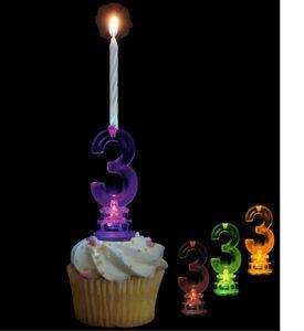 Blinkender Kerzenhalter in Form der Zahl 3
