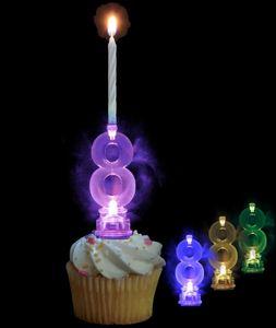 Blinkender Kerzenhalter in Form der Zahl 8